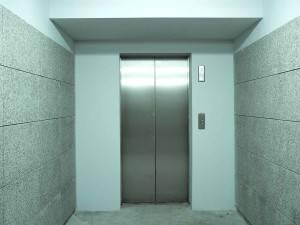 Bajada de ascensor a cota cero en Valencia