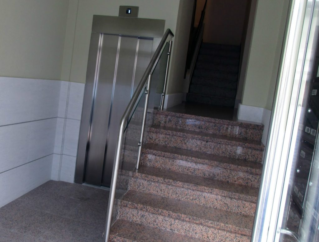 Empresa para bajar ascensor a cota cero Valencia profesional